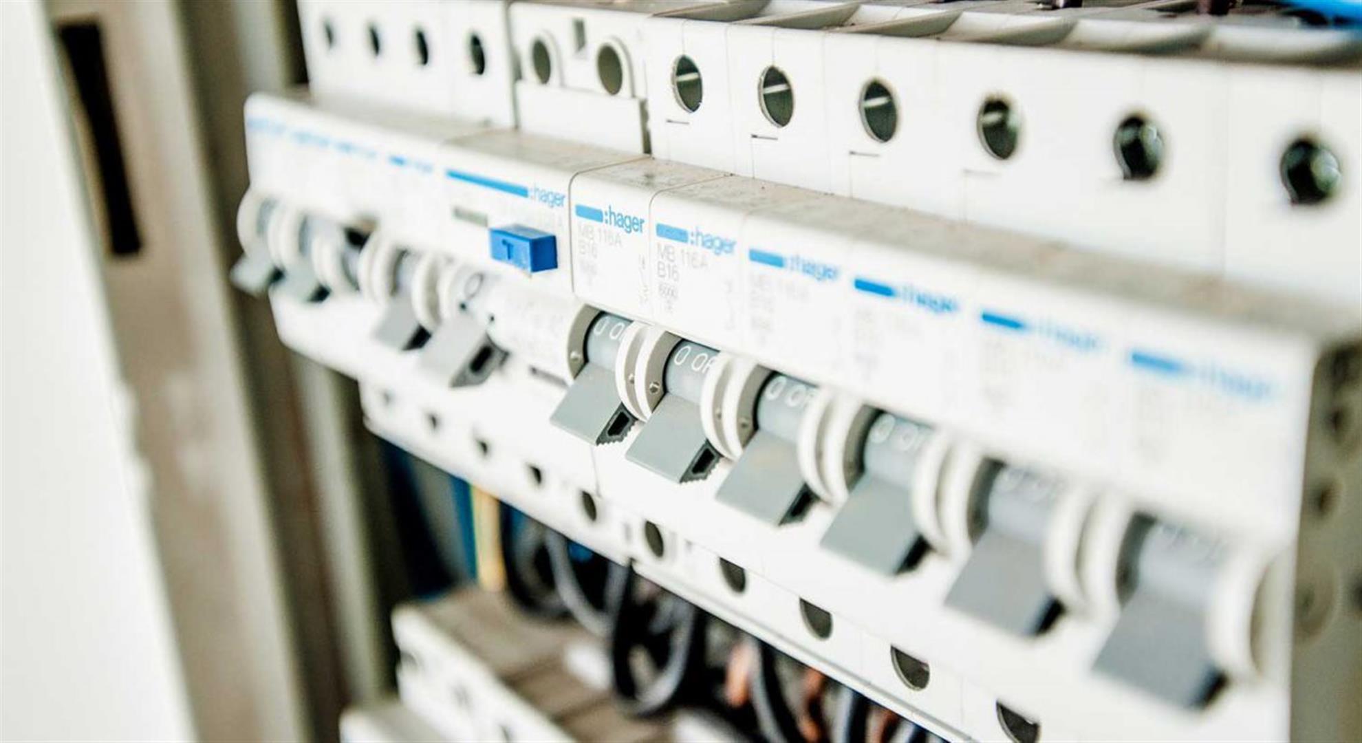 electric-1080585_19202-1500x630